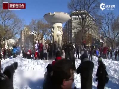 被美国人民玩坏了的暴风雪 恐龙出动铲雪