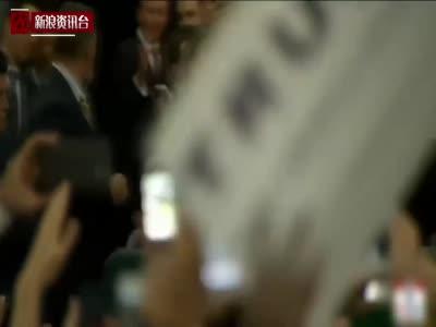 """现场:特朗普首邀华裔登台 称""""我爱中国人"""""""