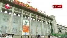 相关视频:上海世博会倒计时一周年吴邦国发表讲话     上海世博会倒计时一周年俞正声发表讲话     上海世博会倒计时一周年成龙献唱    5月1日迎来了中国2010年上海世博会开幕倒计时一周年。今天10时许,在北京天安门广场曾经竖立北京奥运会倒计时牌的地方,上海世博会倒计时牌隆重揭幕。经过7年的精心筹办,上海世博会进入了最后的冲刺阶段。    以下为中共中央政治局常委、全国人大常委会委员长吴邦国,中共中央政治局委员、上海市委书记、上海世博会执委会主任俞正声演讲实录。    吴邦国:各位来宾,朋友们,同志们,明天的这一时刻,上海世博会将盛大开幕。今天,我们在北京天安门广场隆重集会,举行2010年上海世博会倒计时一周年计时牌启动仪式,再次向全世界表达了中国政府和人民支持上海世博会的巨大热情,在这里,我谨代表中国政府向前来出席庆祝活动的各位来宾表示诚挚的欢迎。对上海世博会筹备工作的顺利进行表示热烈的祝贺,向为筹办上海世博会付出辛劳和汗水的朋友们和同志们表示衷心的感谢。    世博会已经走过150多个春秋,历史表明,举办世博会在促进世界经济、科技、文化交流发展,探讨解决人类社会发展面临的共同问题,弘扬世界闻名和民族文化等方面发挥着重要而独特的作用。我们要通过举办上海世博会充分展示人类社会的文明进步,促进世界和平与发展,进一步增进中国人民同世界各国人民的友谊,扩大交流与合作,进一步激发全中国人民为实现全面建设小康社会宏伟目标而努力奋斗。    2010年上海世博会属于中国,也属于世界,到目前为止,已有230多个国家及国际组织确认参展,将吸引世界各地数以千万计的观众前来参观。上海世博会的主题是城市让生活更美好。这次盛会将展现城市文明成果,交流城市建设经验,传播城市发展理念,探讨统筹城乡发展的课题,为形成良好的人居环境和健康的工作方式,构建和谐社会,实现可持续发展提供生动的例证。    我们完全有理由相信,上海世博会必将成为中国人民与世界各国人民追求更美的城市,更好的生活,更深的友谊这一共同理想的国际舞台,谱写世博会上新的华美的乐章。2010年上海世博会属于上海,也属于中国,把上海世博会办成一次成功精彩难忘的世博会是中国政府和人民做出的正中的承诺。我们将加强与各参展国家及国际组织的合作,全力以赴做好各项筹办工作,确保上海世博会的成功举办。我们热诚的欢迎世界各地的朋友前来观摩上海世博会,热诚的欢迎海内外广大新闻工作者积极的报道上海世博会,我们期待着与世界各国朋友一道以异彩分成的世博会上感召文化创意,企业科技进步,交流发展理念,共享文明成果,凝聚建设和谐幸福美好的明天的智慧与力量,谢谢大家。    俞正声:尊敬的吴邦国委员长,各位来宾,各位朋友,明年的这一时刻,2010年世界博览会将在上海正式开幕,今天我们欢聚在首都天安门广场,隆重举行上海世博会计时牌揭幕仪式,庆祝世博会进入倒计时一周年,向世界各国表达我们齐心协力举办一届成功精彩难忘世博会的坚定信心和决心。    2010年世博会是第一次在发展中国家,第一次在中国,第一次以城市为主题的世博盛会。申博成功的七年来,在党中央国务院的领导下,在国家各部委,各省区市的大力支持下,在全国人民的广泛参与下,世博会各项筹办工作进展顺利,目前,已有234个国家和国际组织确认参展,世博场馆建设、展览策划,运营准备等各项工作正在有序推进,未来一年是世博会各项筹办工作的决战之年,当前,我们正按照党中央国务院的指示精神,乘势而上,迎难而上,举全国之力,高标准,高水平的做好世博会的各项筹办工作,努力把本届世博会办成世界各国充分展示城市文明成果,较城市建设经验,传播城市发展理念,探讨城乡互动发展,探索新的更好的人类居住生活工作模式的盛会。    在这一年中,我们将始终坚持科学办博,勤俭办博,安全办博,廉洁办博,注重广泛发动群众参与,进一步推动经济社会发展,进一步提高城市环境质量,进一步改善人民群众生活,使之成为推动科学发展,促进社会和谐的重要契机,成为展示中华民族深厚文化积淀,我国改革开放成果和文明形象的重要平台。我们将进一步加强同各方的鼎立合作,为各参展方、媒体、企业、参观者提供更加优质的服务,为举办一届成功精彩难忘的世博会奠定更加坚实的基础。    朋友们,2002年我们在赢得上海世博会承办权时曾经庄严承诺,给中国一个机会,世界将添一份异彩。再过365天,世界的目光将聚焦中国,聚焦世博,在此,我们由衷的希望在逝波筹办的关键时刻能够继续得到各位朋友的大力支持,我们真诚的欢迎世界各方的参展方,参观者明年相聚世博,与13亿中国人民一起分享世博会带给我们的友谊和欢乐。谢谢大家。    进入财经视频新闻,观看更多精彩视频。