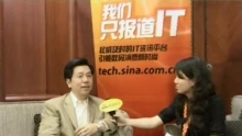 新浪科技讯 5月29日下午消息,2010年中国站长大会今日在北京举行,创新工场CEO李开复在接受新浪科技专访时表示,我们其实有两个项目,就是针对移动互联网开发者所做的一些东西。今天因为不是产品发布会,而且这个产品也还没做好,所以只是跟大家先讲一下,这个方向值得关注。    以下为专访文字实录:    主持人:各位新浪的网友大家下午好,我现在所在的位置是2010年的第五届站长大会的现场,很高兴请到一位重量级的嘉宾,创新工场的CEO李开复先生来跟我们的网友进行交流。首先请李开复老师跟我们的网友打一个招呼。    李开复:各位网友大家好。    主持人:很少见李开复老师出现在公开场合,今天出席在这个站长大会上目的是什么?    李开复:我想学习,我觉得未来最了不起的创业者可能就来自于今天参加大会的站长们。另外沟通一下未来对互联网发展的看法。还有,大家彼此鼓励一下,分享一下想法,所以我们其实创意工场来了好几位。    主持人:我们大家都很关注创新工场目前的情况,能不能给大家,外界披露一下,包括投资,包括这些项目有什么样的进展?    李开复:我们现在大概一共有接近一百人左右,分别在九个项目里面是我们投资的,这九个项目都是非常非常早期的投资,也就是说是从无到有做起的,所以现在这九个项目里,大部分还是在一个四五个人,然后刚刚开始在编程的状态,有两三个产品现在已经做得有点样了,也希望在不久之后能够让大家来使用,在领域来说,应该是移动互联网的领域是居多的,大概九个里面应该是有九个是和移动互联网相关的。另外电子商务,还有开发者工具,还有,其实还有很多,娱乐、社交等等,我们也都有介入。今天来站长大会我也想沟通一下,我们其实有两个项目,就是针对移动互联网开发者所做的一些东西。今天因为不是产品发布会,而且这个产品也还没做好,所以只是跟大家先讲一下,这个方向值得关注,希望当我们公布这些产品的时候,也希望更多的站长、创业者,尤其对移动互联网有兴趣的,能够愿意尝试和使用,因为我觉得现在对移动互联网有很多不同的看法,所以我觉得今天主要是来跟大家打打气,说这个移动互联网方向很好,尤其是走一些,我们认为特别好的发展方向的话,然后让大家期待、等待着,当我们的这种产品和工具推出以后,希望更多的这种人能投入移动互联网的行业。因为移动互联网其实它是一个生态系统,它是需要一个设备、带宽加应用的一个系统,设备跟带宽逐渐都在变好,现在其实所缺乏的解决应用。我们希望能够提供很多这种机会,无论是什么样的开发工具,让更多的开发者能够投入应用,让生态链能够走起来,它就会滚动得非常快。    主持人:其实我们之前关注到站长的生存状态,给的他们在盈利或者规模成长阶段始终面临着瓶颈,但是刚才您说的,比如他们去开发移动互联网,或者投资到新的领域,是不是有机会解决他们的成长或者盈利这个问题呢?    李开复:任何一个新领域还是要先投资才能有回报的,所以我我更多的是针对那些愿意增加投资的站长们,无论是从现在已有的业务里抽一些人做,还是能够融资,还是大家辛苦一点,干活干晚一点的方法做的,那些希望马上得到回报的,三五个月得到回报的,或者必须得到回报的,那些人可能移动互联网还不是最合适的。    主持人:咱们经常对外披露,您比较看好移动互联网,看好电子商务,很多人都想像您提交这种项目,您看项目的时候,您从哪几个关键的因素选项目呢?    李开复:首先我们不要高估了项目的重要性,因为我们投的这九个项目,几乎可能只有一个是原封不动的创业者提交的项目,更多的是通过我们的沟通更优化了这些项目,所以我觉得创业的话,我们更多的是会看创业者个人的能力,聪明才智,他的这种坚韧的这种个性,还有他的能够辛苦的创业,然后有魅力地领导一个团队,我们会更多的看他对这个业务的分析,他学习的能力,他的自觉,他的这些方面的能力,这些强的话,我们一定可以跟他探讨得出一个合适的项目的。所以我们更重视的是创业者、团队、执行力,还有他们的这种判断力,这些存在的话,项目太多了,我不觉得一个项目,现在是那种一个项目就有多大价值、多了不起的这种时候。    主持人:然后我们今天关注到整个站长大会现场跟以往有一个不一样的情况,就是大家都在用微博随时地记录和分享,那您也是,本身是新浪微博的深度用户,您觉得微博这种工具对中国互联网,或者是互联网的站长创业对他们有什么帮助,或者是有引导的作用?    李开复:我觉得在微博上其实是一个最好学习的工具,我现在是很多记者朋友,他们大部分,他们今天所写的新闻都是从微博上面看来的,所以我觉得这个其实就代表了微博的一个巨大的力量,还有里面有很多的信息,我觉得一个站长他一定需要去学习的就是说如何从微博里面提取他需要的信息,能够学习到东西,而不是泡在里面看一些口水战或者其他的东西。用它作为一个这种推销的市场的工具、营销的
