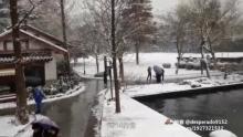 1314的雪(来自拍客手机客户端 下载地址:http://video.sina.com.cn/app/sinapaike.html)