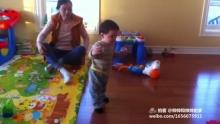 一岁零14天,发了两天烧,瘦了二两之后,小帅帅终于进化到直立行走了[哈哈](来自拍客手机客户端 下载地址:http://video.sina.com.cn/app/sinapaike.html)