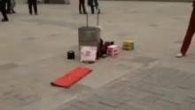 80岁老人,什刹海练武(来自拍客手机客户端 下载地址:http://video.sina.com.cn/app/sinapaike.html)