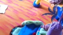 2013.04.17 D97 口欲期的三少 抓着什么都往嘴里塞(来自拍客手机客户端 下载地址:http://video.sina.com.cn/app/sinapaike.html)