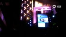 2012年07月07日,无锡市体育馆——群星演唱会——风中有朵雨做的云 演唱孟庭苇→_→@孟庭苇(来自拍客手机客户端 下载地址:http://video.sina.com.cn/app/sinapaike.html)