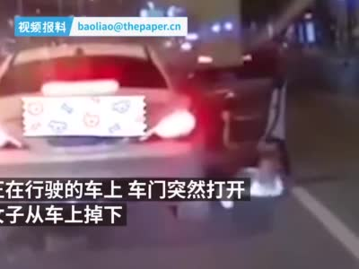 武汉一女子从行驶车辆上掉下,车主称系情侣吵架