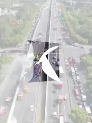 视频 航拍上海外环S20发生6车追尾事故救援现场_上海图文_看看新闻