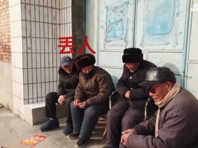 """河南村长用大喇叭喊话""""就地过年"""" 网友:还是熟悉的味道"""