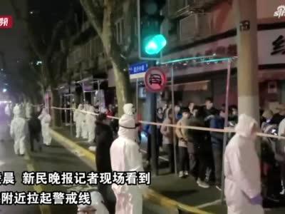 上海26日确诊病例涉及区域深夜封闭 居民有序核酸检测