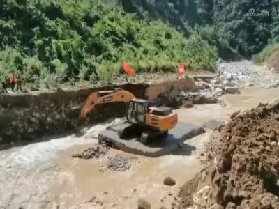 西安公路管理局开展水毁抢险工作_1629600672904.mp4